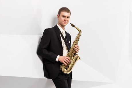 Час в саксофонист стоимость ми 2 летного часа стоимость
